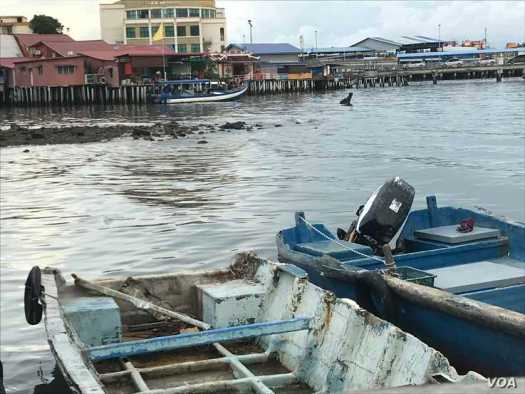 Malaysians live on the water in Penang, leaving them vulnerable to sea level rise caused by climate change. (H. Nguyen/VOA)