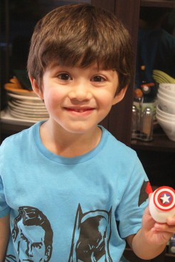1 superheroes Easter eggs  marmite et ponpon