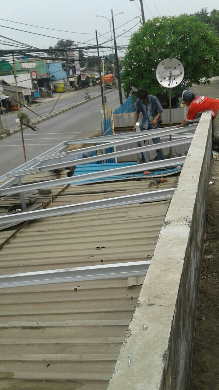 harga ganti atap baja ringan biaya bongkar lama baru jasa tukang ahli bocor
