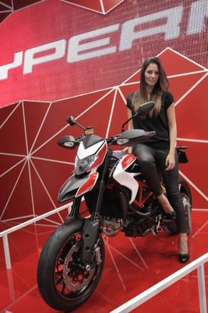 Ducati, a Eicma regina dello stand e' nuova Hypermotard