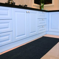 Kitchen Carpet Bar Tables 谁说厨房不需要地毯 厨房地毯用途可大了 喜马拉雅家居 新浪博客 厨房布置地毯在国外是比较流行