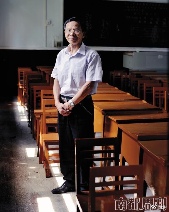 (文洪炳,1963年考入西南师范学院英语专业,中学英语特级教师。摄影_王远凌)