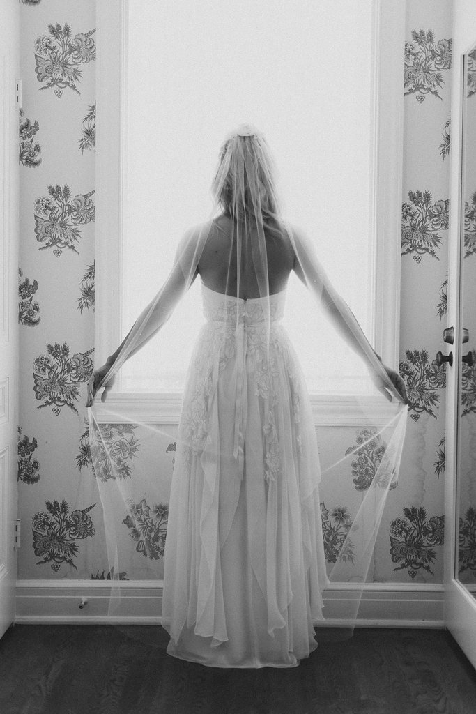 17-Classic-Veil-Shot-From-Behind