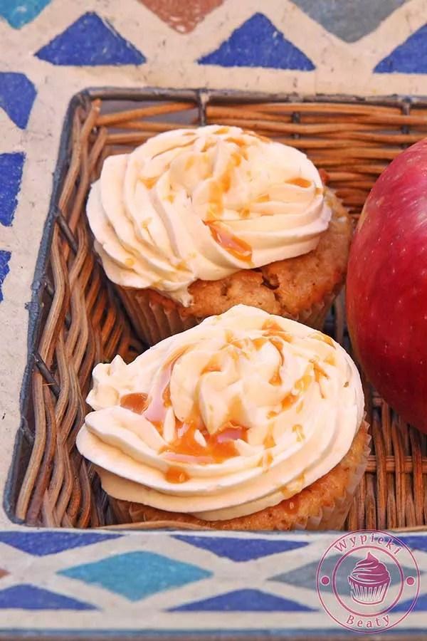 babeczki karmelowo-jabłkowe
