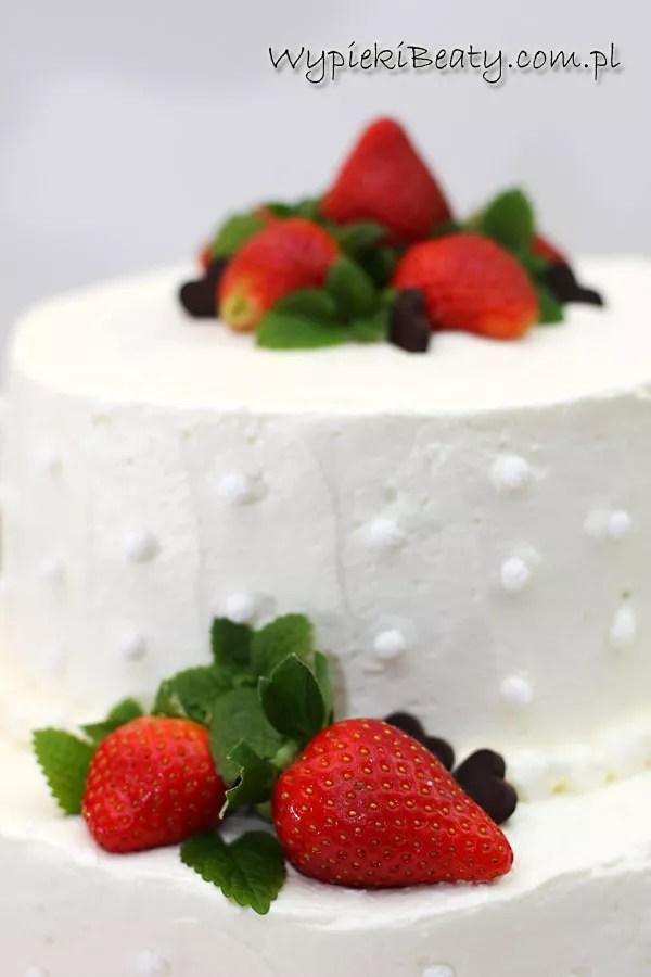 tort weselny z bitą śmietaną