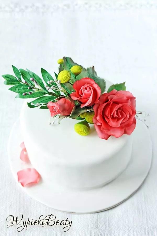 tort z bukietem róż 1