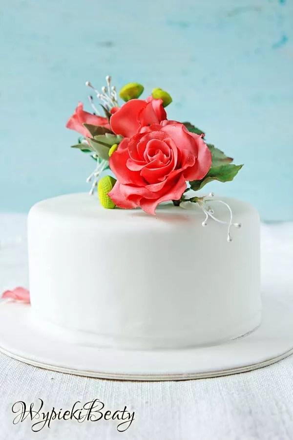 tort z bukietem róż 5