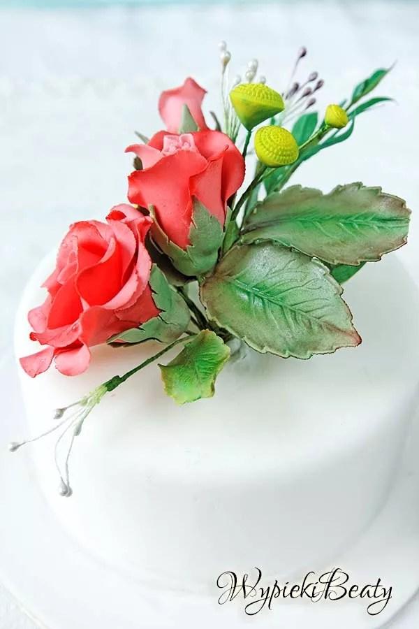 tort z bukietem róż 8