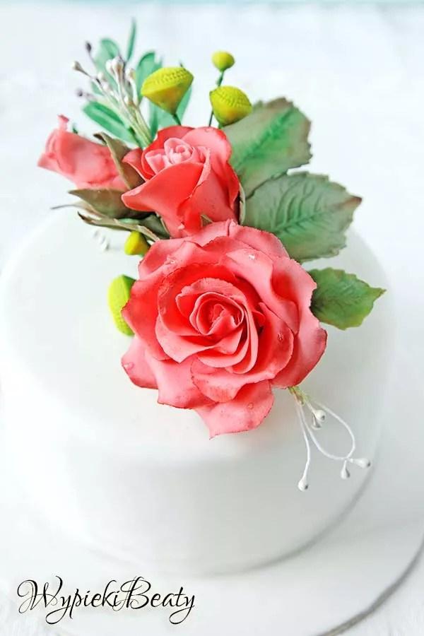 tort z bukietem róż 9