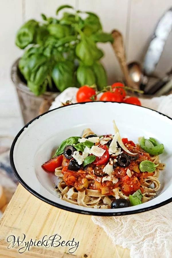 pesto z pomidorami i papryką