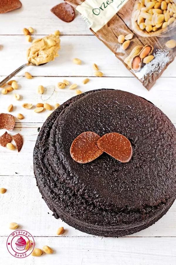 tort czekoladowy z orzechami ziemnymi 3
