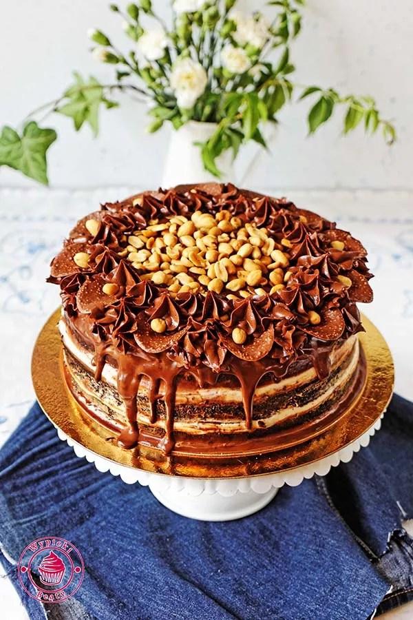 tort czekoladowy z orzechami ziemnymi 4