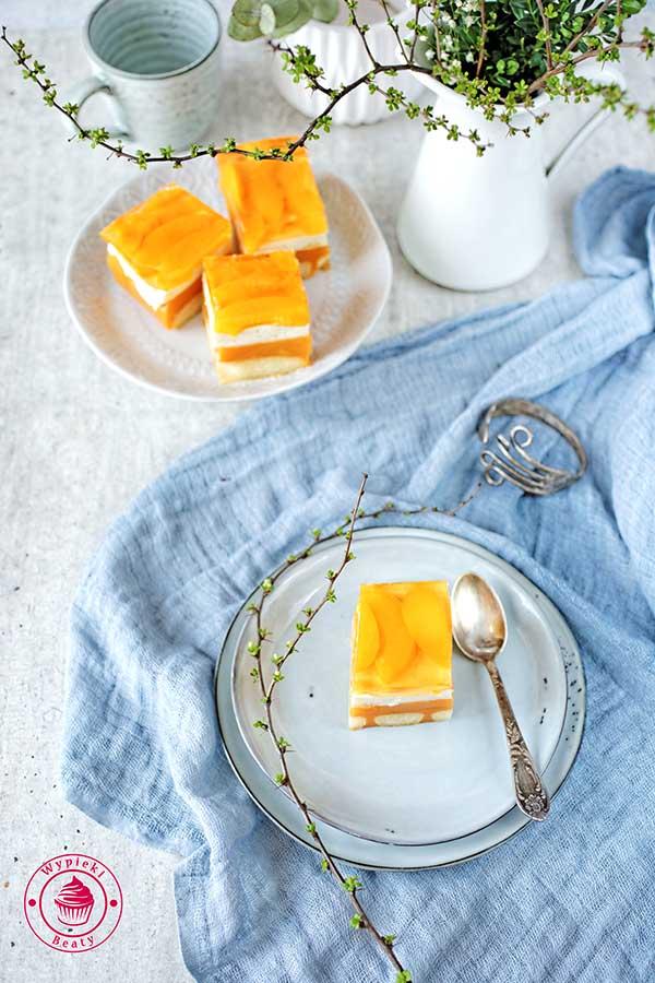 ciasto bez pieczenia z soku marchewkowego