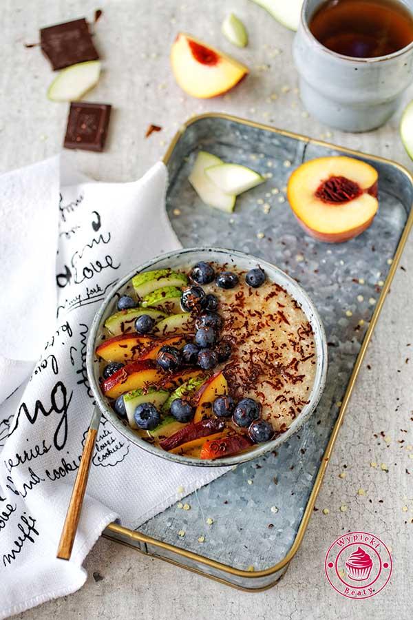 ekspresowa jaglanka z owocami i miodem