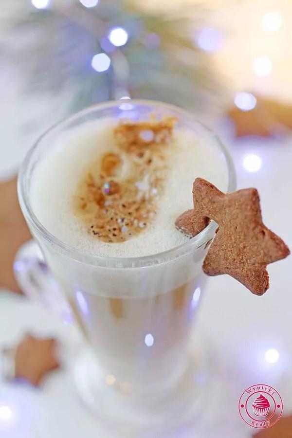 kawa latte ajerkoniakowa