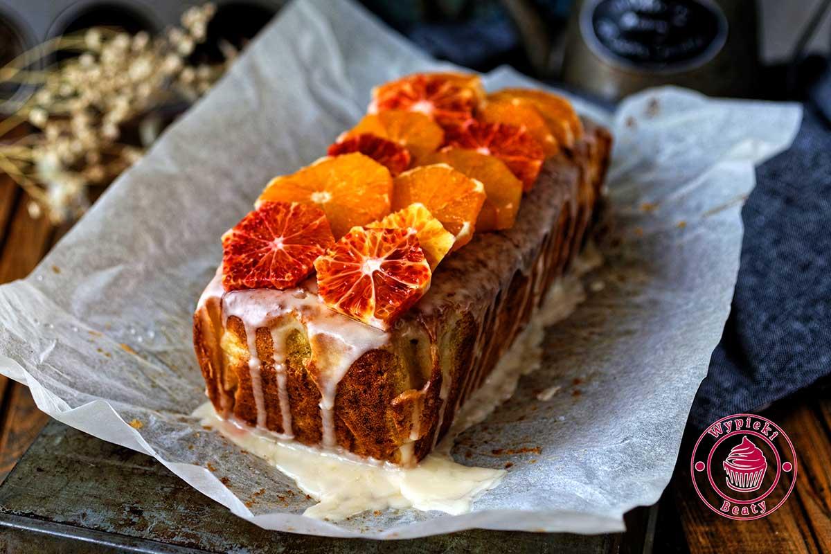 ciasto z czerwonymi pomarańczami
