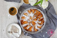 ciasto z jabłkami i karadmonem