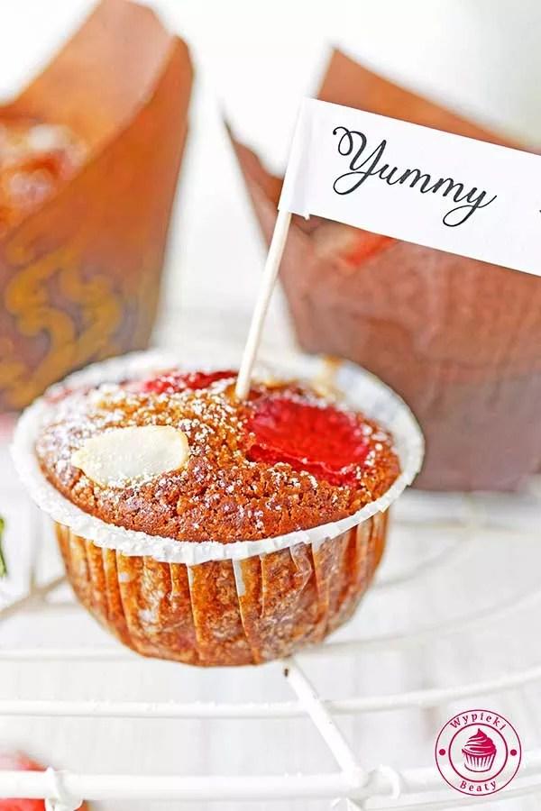 muffinki bezglutenowe z truskawkami
