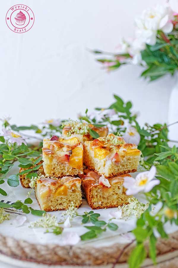 brzoskwiniowe ciasto z kaszą manną