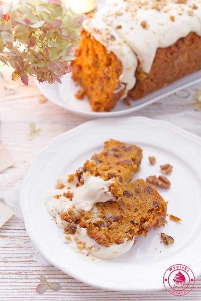 proste ciasto marchewkowe z orzechami
