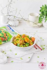 ryż smażony z kurczakiem i warzywami