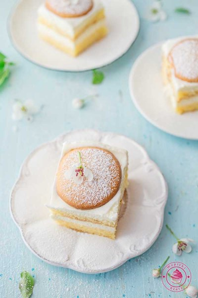 lekkie ciasto biszkoptowe z kremem cytrynowym