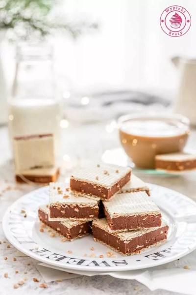 wafle czekoladowe z orzechami