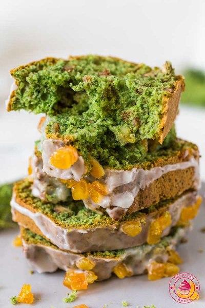 zielone ciasto szpinakowe z orzechami i skórką pomarańczową