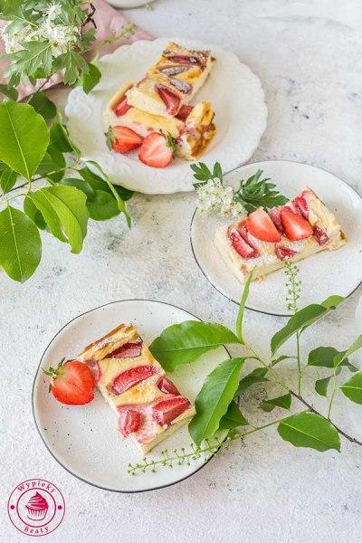 lekki sernik z truskawkami