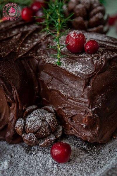 czekoladowa rolada yule log na boże narodzenie