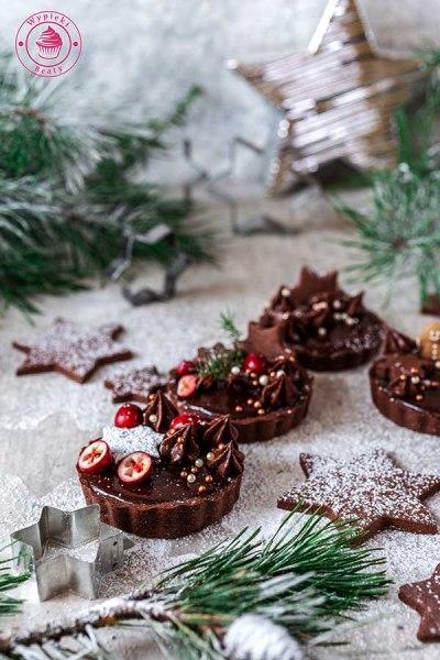 kruche tarty piernikowe z czekoladą