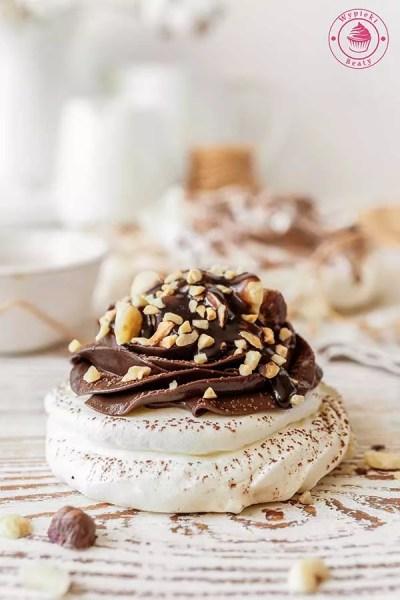 pavlova z kremem czekoladowo-orzechowym