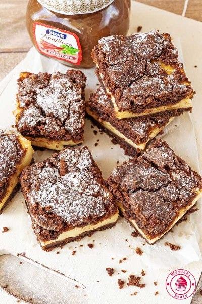 kruche ciasto czekoladowe z rabarbarem