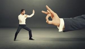 Działalność konkurencyjna pracownika a rozwiązanie umowy o pracę
