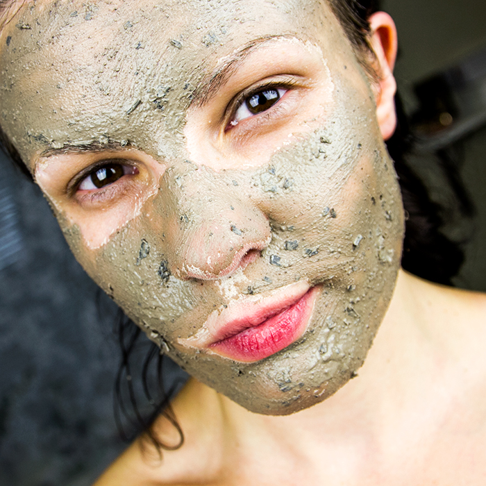 HIMALAYAN CHARCOAL - PURIFYING GLOW MASK