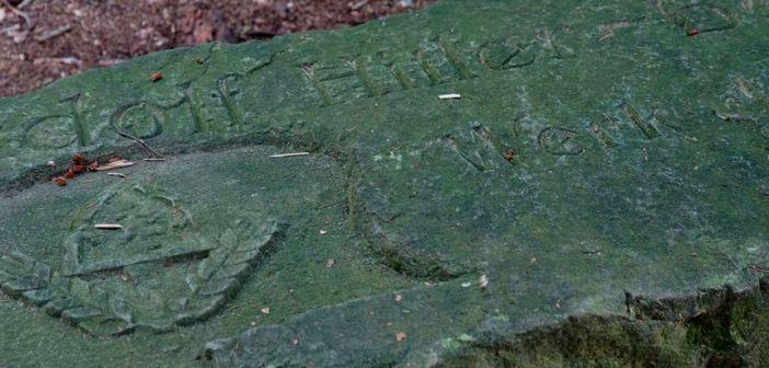 Budowa Górskiej Drogi Adolfa Hitlera w Górach Stołowych i kamień z wyrytymi napisami …