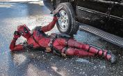 Deadpool - Strike A Pose