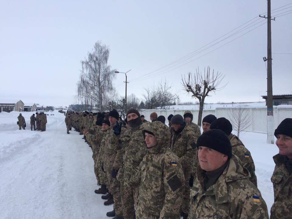 На Харківщині розгортають блокпости і відправляють перших резервістів