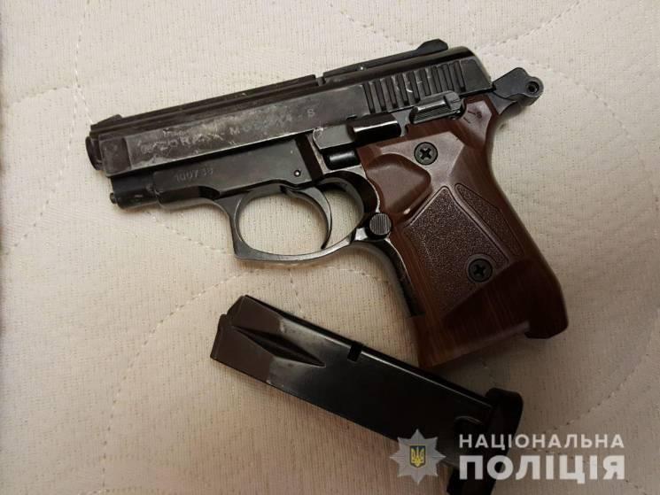 Затримано банду з арсеналом зброї