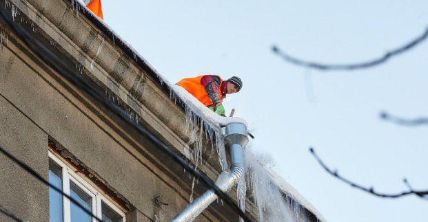 Харків'ян закликають до більшої обережності через бурульки