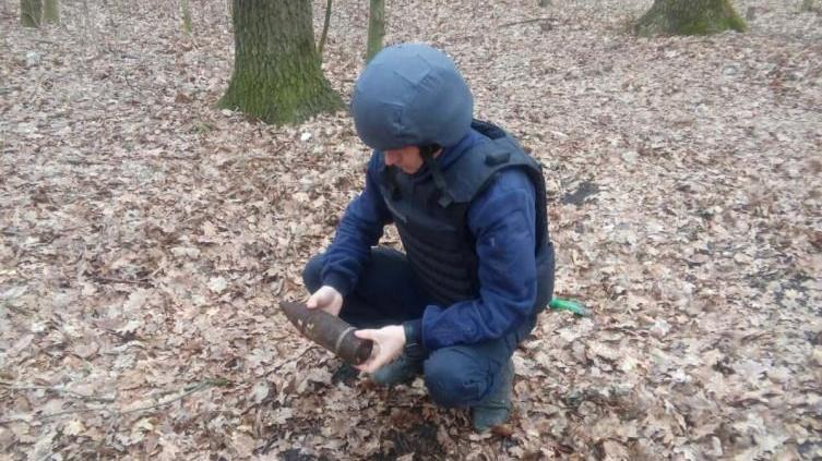 У Балаклійському лісі діти натрапили на застарілі боєприпаси