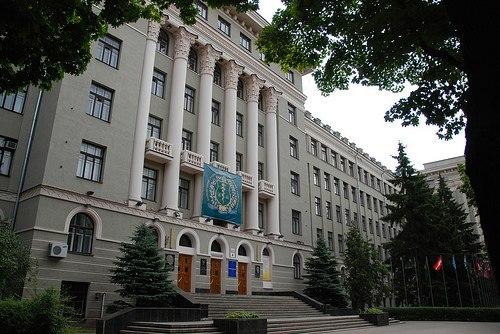 Випускники Харківського медичного університету отримали дипломи