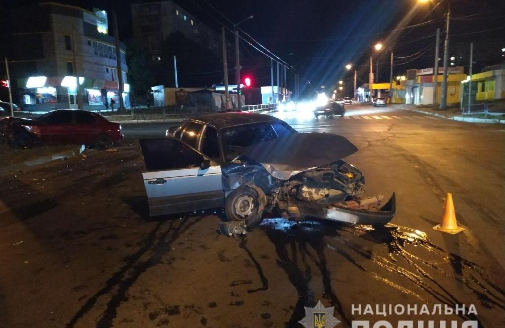 У поліції встановлюють обставини лобового зіткнення автівок