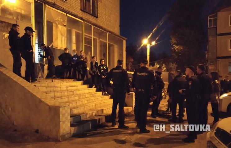 У Харкові затримали неповнолітніх, які залізли в приміщення банку