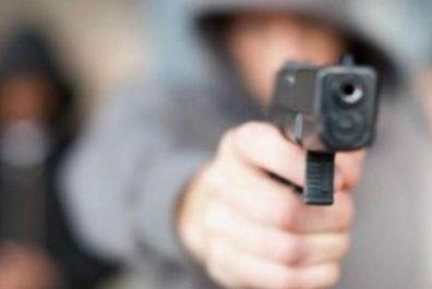 pohrozhuchi-pistoletom-khotiv-pohrabuvati-mahazin20181030_8932