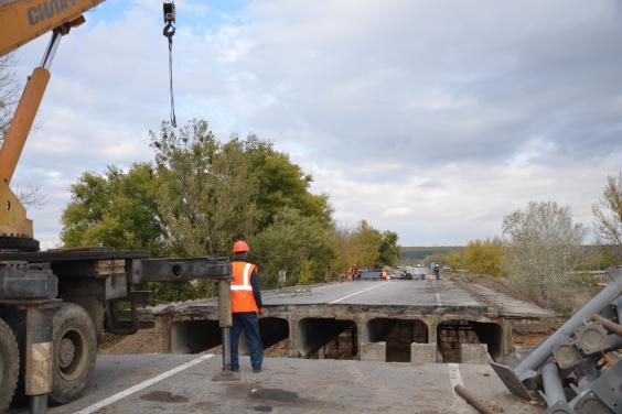 На окружній триває ремонт мосту