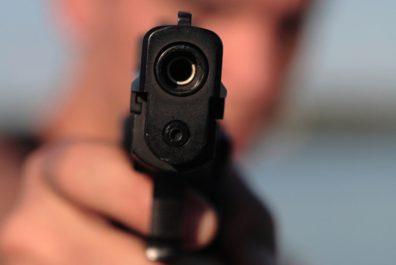 perestrelka-pistolet-strelba
