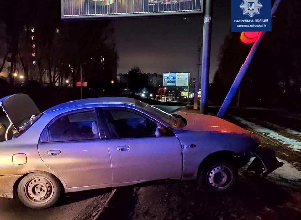Водій служби таксі потрапив у ДТП в стані наркотичного сп'яніння