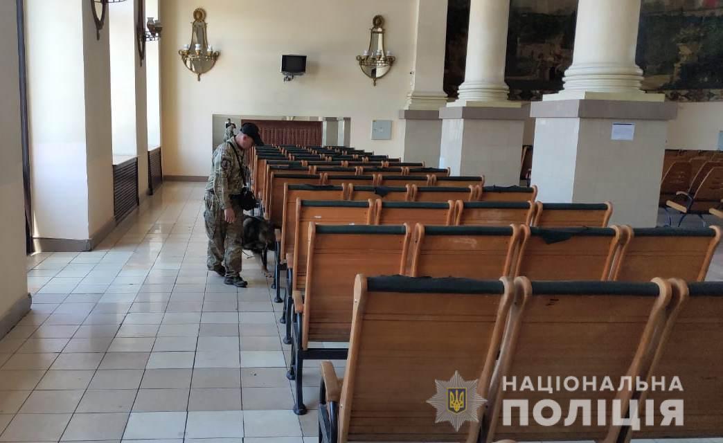 Інформація про мінування майже 100 об'єктів у Харкові не підтвердилася