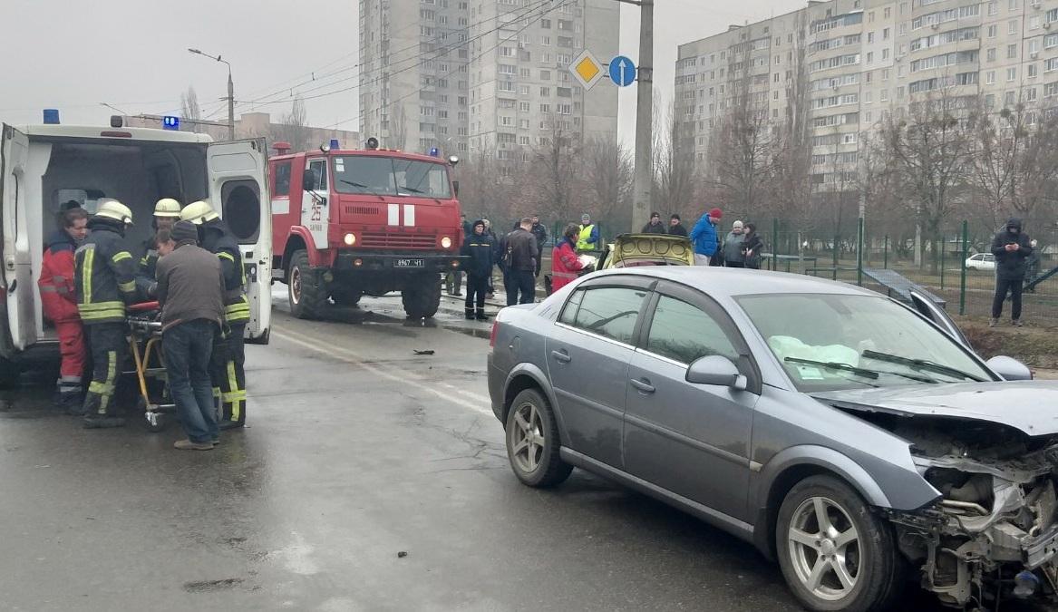 ДТП з переворотом: рятувальники деблокували водія і пассажира